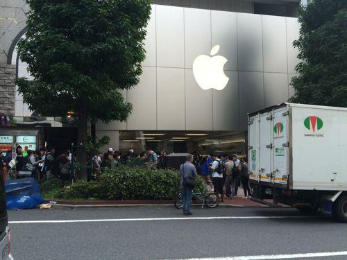 iPhone6の列で暴れる中国人