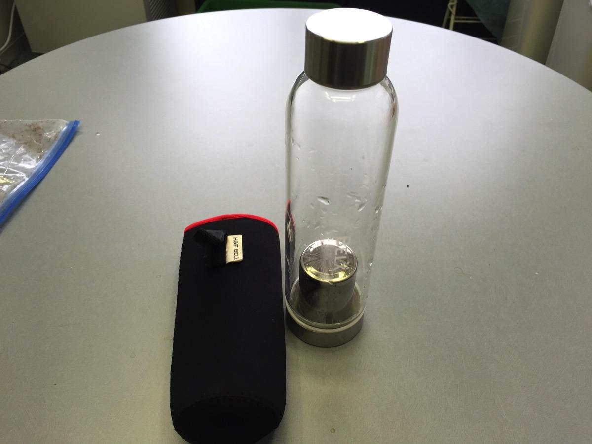 会社でコーヒー代節約のためにオシャレなガラスタンブラーでお茶を飲むようにした(H&F BELX)