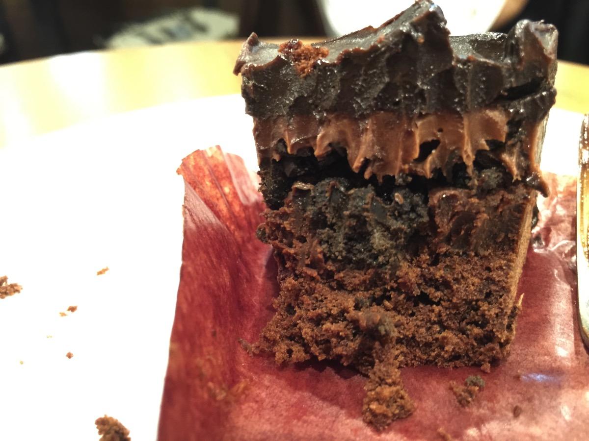 スタバ史上最高傑作だと思われるケーキ「チョコレートケーキ」