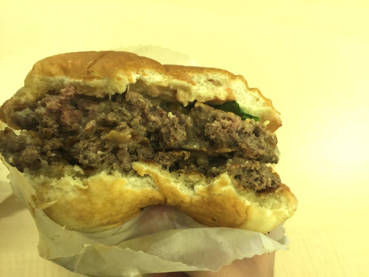 シェイクシャックのハンバーガーをLINE WOWに4時間並んで買ってきてもらった話